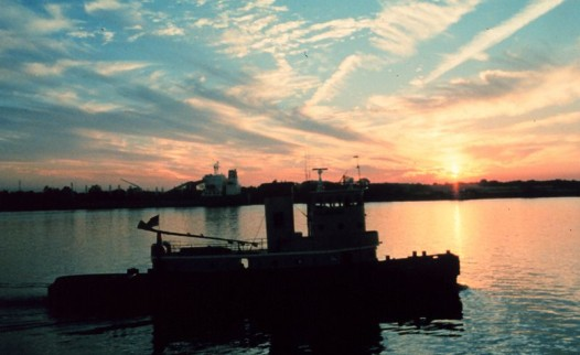 800px-Sunset_on_the_Mississippi_River_near_downtown_New_Orleans_-_NOAA