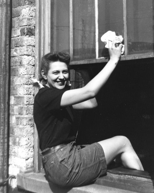 Lauren Swinney hanging around her apartment in Evanston, Illinois, while a student at Northwestern. Circa early 1940's