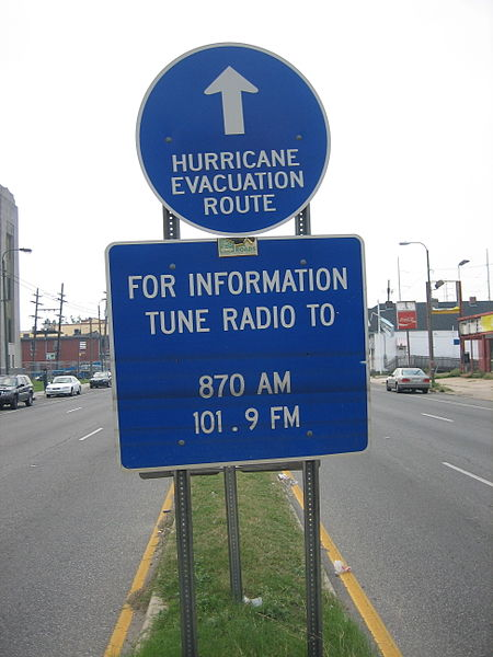 450px-Hurricane_Route_sign_Tulane_Avenue_floodlines