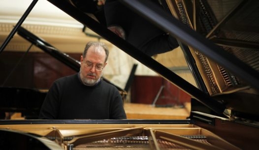 American pianist Garrick Ohlsson plays during the rehearsal for the Special Concert on the 200th Anniversary of Fryderyk Chopin's Birth at Warsaw Philharmonic February 25, 2010. Poland is celebrating the 200th birthday of one of its most famous sons, composer Chopin, with a week-long marathon of recitals of his music, a commemorative bank note and a new state-of-the-art museum. REUTERS/Kacper Pempel (POLAND - Tags: ANNIVERSARY ENTERTAINMENT SOCIETY)